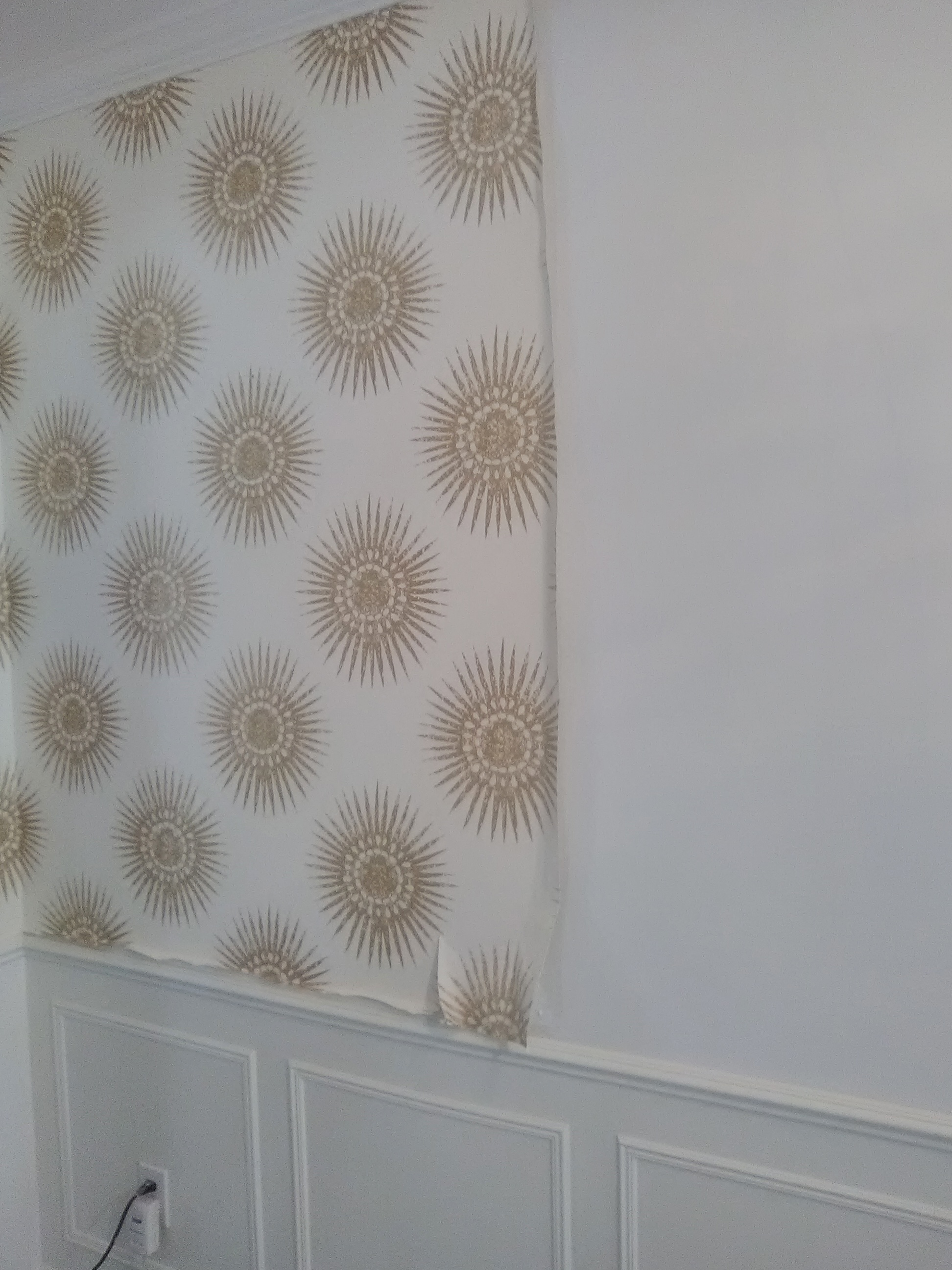 I hung this sunburst medallion wallpaper in an entry in west Meyerland a year or two ago. Originally, there was a doorway in the middle of this wall that ...